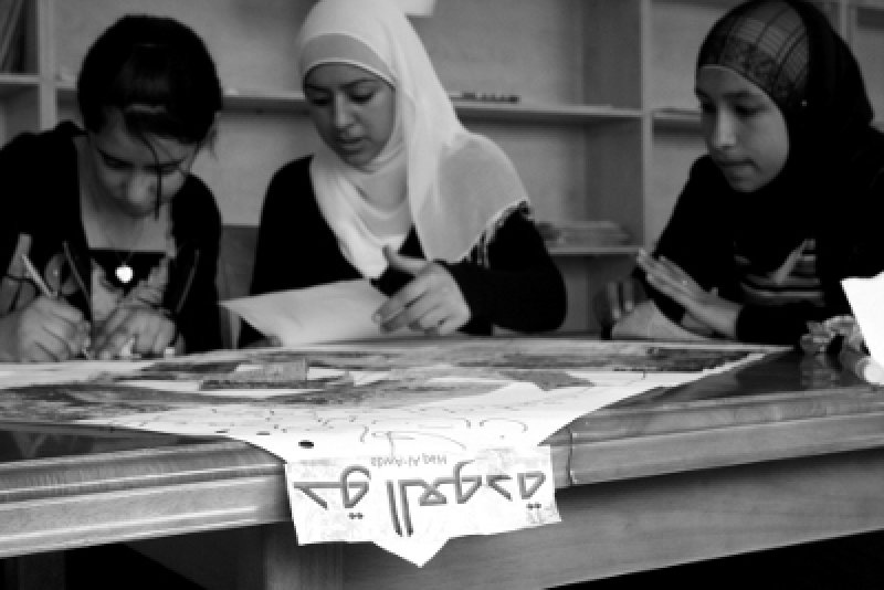Refugee youth using photos and newspapers to represent their history and their rights