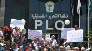 Palestinians demanding the reform and reactivation of the PLO. Ramallah, July 2014 (source: al-ayyam)